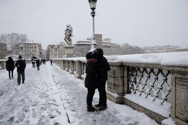 Nesta manhã de segunda-feira, foi realizada uma reunião do comitê operacional da Defesa Civil para acompanhar a situação em Roma perante a onda de frio que pode durar pelo menos 36 horas