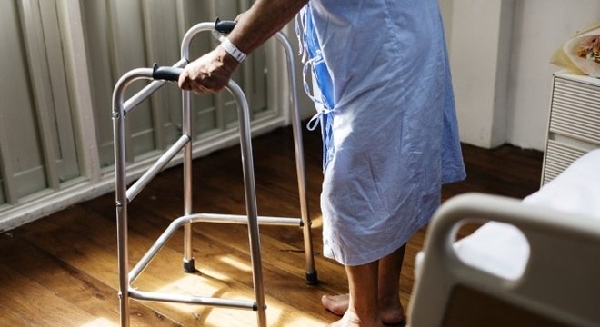 Procurador pode substituir idoso doente, veja como