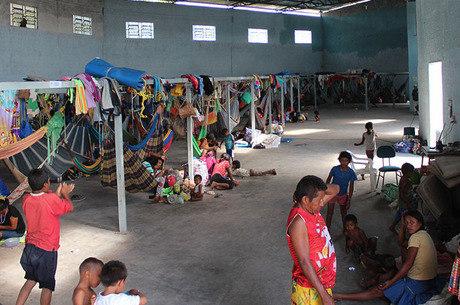 Abrigo com indígenas venezuelanos da etnia Warao em Pacaraima (RR)
