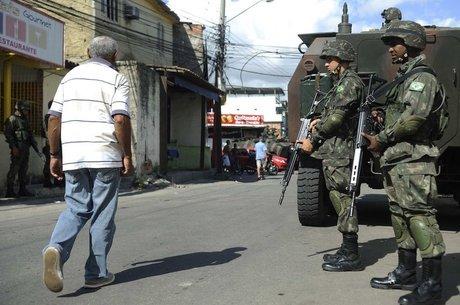 Ação do Exército no Complexo da Maré em 2014