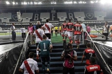 Flamengo e River jogaram sem torcida no Engenhão