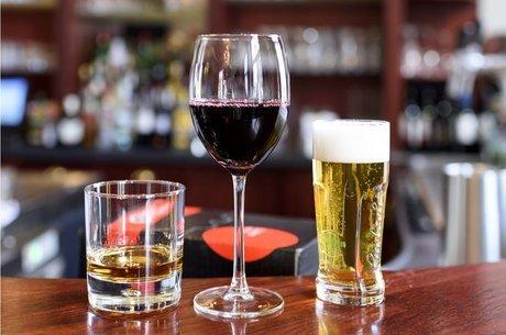 Estudos mapearam os efeitos do consumo moderado e excessivo de álcool para a saúde