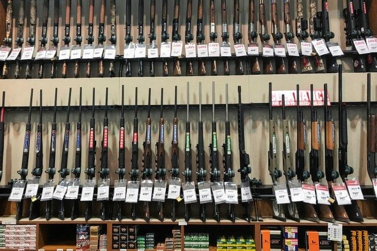 Walmart já não vende armas a menores de 21 anos