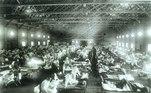 Hospital militar de Emergência durante uma pandemia de gripe espanhola que matou cerca de 675 mil pessoas apenas nos Estados Unidos. Na foto: Acampamento Funston, Kansas, 1918