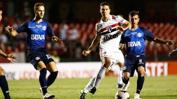 2019 - A sina do São Paulo de ser eliminado em mata-matas teve mais um capítulo naquele ano. Desta vez, o Tricolor foi eliminado pelo modesto Talleres (ARG), ainda na primeira fase da Libertadores. A derrota já colocou pressão na equipe.