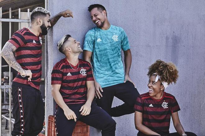 2019 - As novidades do uniforme foram as voltas das listras nas mangas e a palavra 'MENGO' em 3D nas listras vermelhas