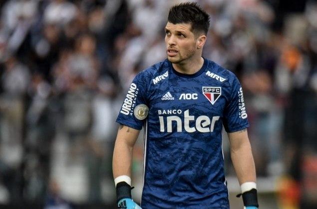 2019 - Com a chegada do goleiro Tiago Volpi (foto), o São Paulo levou apenas 20 gols em 29 rodadas do Brasileirão. A defesa era prioritariamente formada por Volpi; Juanfran, Arboleda, Bruno Alves e Reinaldo.