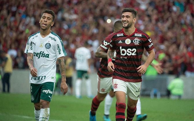 2019 - Sob o comando de Jorge Jesus, o Flamengo já sobrava no Brasileirão e era líder com 67 pontos, dez a mais que o vice Palmeiras. No fim do campeonato, o Rubro-Negro somou 90 pontos.