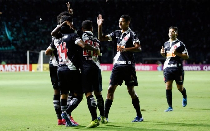 2020 - Vasco rebaixado / Na 9ª rodada estava na 6ª colocação, com 15 pontos