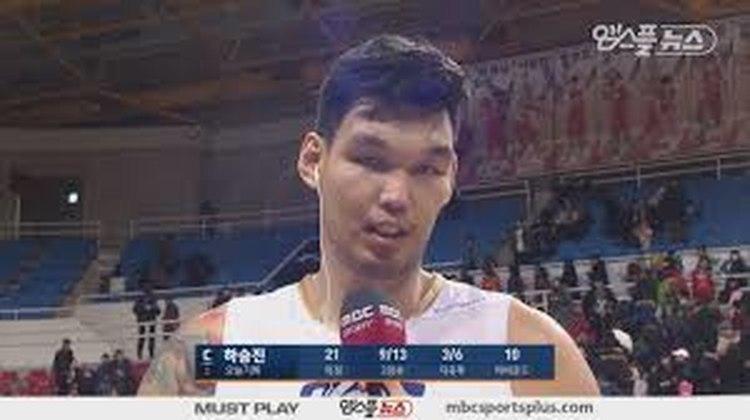 21- Ha Seung-Jin (2,21 metros) - Primeiro sul-coreano a jogar na NBA, o pivô fez 46 partidas pelo Portland Trail Blazers, com médias de 1.5 ponto e 1.5 rebote entre 2004 e 2006. Ele, por pouco não viu sua irmã, Ha Eun-joo, de 2,03 metros, jogar na WNBA. Ela chegou a fechar com o Los Angeles Sparks, mas foi dispensada