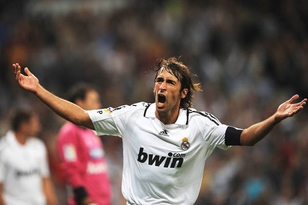 21 – Raúl: atuava como atacante e é ídolo do Real Madrid, time com o qual conquistou três Champions e vários outros títulos