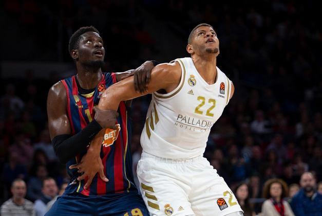22- Edy Tavares (2,21 metros) - O pivô de Cabo Verde ronda a NBA desde 2015, com passagens por Atlanta Hawks e Cleveland Cavaliers. Tavares, entrou em quadra apenas 13 vezes na liga, com médias de 2.5 pontos e 2.5 rebotes. Hoje, ele é parte importante da rotação do Real Madrid, da Espanha