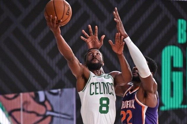 22- Kemba Walker (Boston Celtics) O armador chegou ao Celtics na atual temporada e seguiu eleito para o Jogo das Estrelas. Não precisa ser a única opção ofensiva, como nos tempos de Charlotte Hornets. Ainda convive com uma limitação no joelho, desde fevereiro. Possui médias de 21.2 pontos, 4.9 assistências e 4.1 rebotes