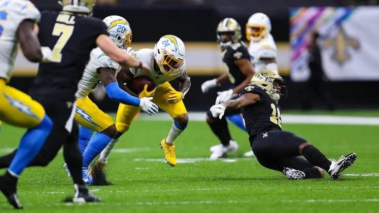 22 - Los Angeles Chargers: Justin Herbert tem as ferramentas para conduzir o time aos playoffs, mas não este ano.