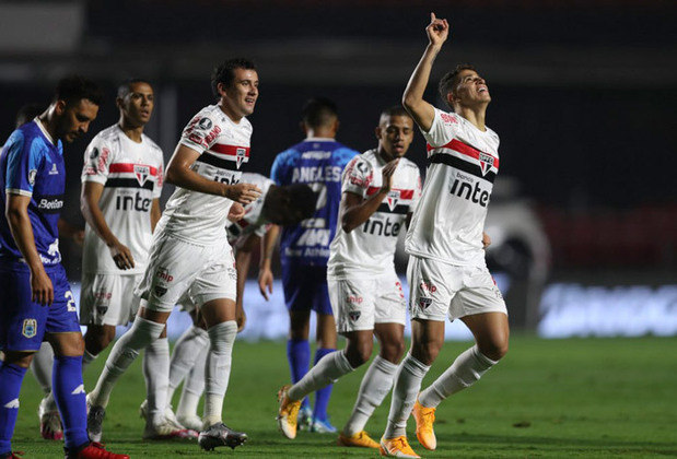 23) O São Paulo vem pouco à frente, com 1.677.