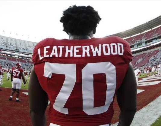 24º Pittsburgh Steelers - Alex Leatherwood (OT - Alabama): A franquia precisa rejuvenescer a linha ofensiva, além de precisar substituir Alejandro Villanueva, que tem vínculo se encerrando.
