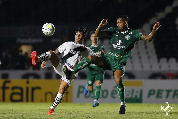 24º - Vasco 3x2 Goiás - Campeonato Brasileiro 2020. Carlinhos fez uma boa jogada, conduziu a bola e chutou de fora da área. Tadeu bateu roupa e Cano aproveitou.