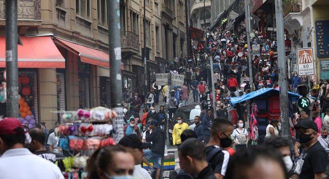 Ladeira Porto Geral, que dá acesso à Rua 25 de Março, ficou lotada