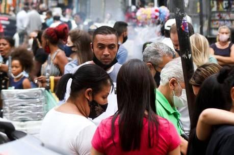 Aglomeração e ausência de máscaras dão o tom da 25 de Março