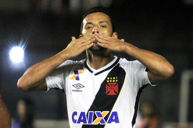 26º - Vasco 2x0 Brasil de Pelotas - Brasileirão 2016 - Diante do Xavante, Nenê recebeu na entrada da área e tocou no canto para marcar um dos gols da vitória cruz-maltina