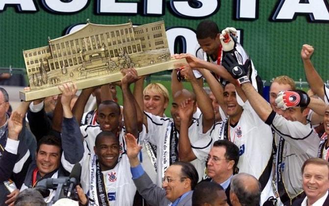 27 de maio de 2001 - Corinthians conquista o Paulistão de 2001 ao bater o Botafogo-SP na decisão.