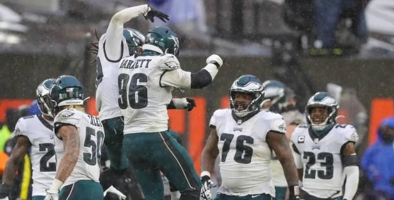 27º Philadelphia Eagles - Não seria o momento de apostar em Jalen Hurts e ver o talento que tem em mãos? Wentz parece não ser o mesmo após diversas lesões.