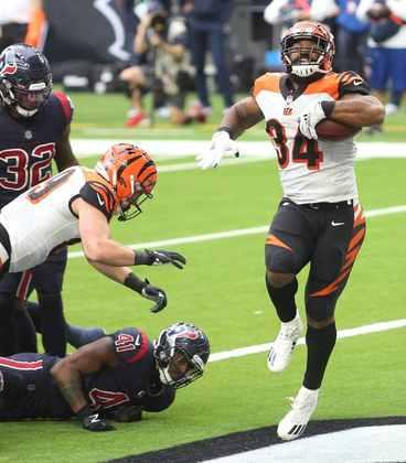 28º Cincinnati Bengals (4-10-1): Vitórias nas duas últimas semanas e o time fica mais longe de Penei Sewell como tackle do futuro.
