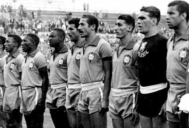 28/02/1954: A primeira vez que o Brasil jogou uma partida de Eliminatórias, e na sua estreia fez bonito, venceu o Chile em Montevidéu por 2 a 0, com dois gols do artilheiro, Baltazar. A partida também ficou marcada pela primeira vez que a seleção brasileira usou a camisa amarelinha em um jogo.