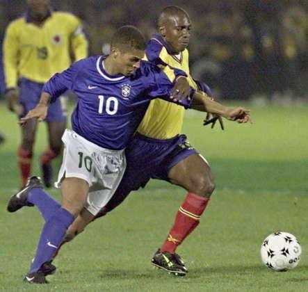 28/03/2000: Comandada por Vanderlei Luxemburgo e com um time ainda bastante distante daquele que viria a conquistar o penta em 2002, o Brasil estreou nas Eliminatórias conta a Colômbia em Bogotá e somente empatou em 0 a 0 contra uma seleção considerada muito mais fraca que a brasileira.