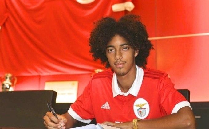 29º - Tomas Tavares - Jogador do Benfica desde seus nove anos, Tomás Tavares ascendeu rapidamente nas categorias de base do clube português. O lateral de 19 anos foi titular em cinco dos seis jogos do clube na Liga dos Campeões.
