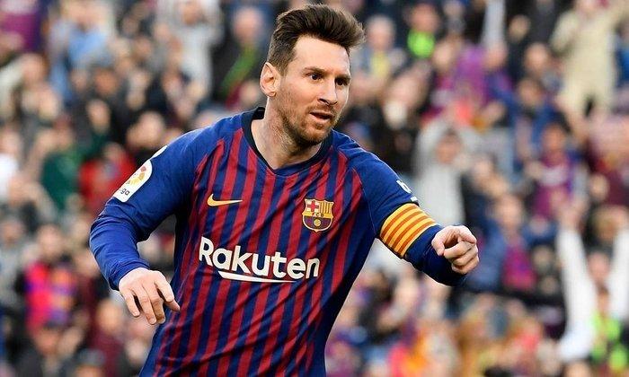 292 ASSISTÊNCIAS -  Ao entregar uma de bandeja a Ivan Rakitic, na terça-feira, o único gol do Barcelona contra o Bilbao (1-0), Lionel Messi chegou a sua 250ª assistência no clube catalão. Mas ele não para por aí, pois tem também a seleção argentina. O número redondo , que merece destaque, é de 292 assistências para gols.