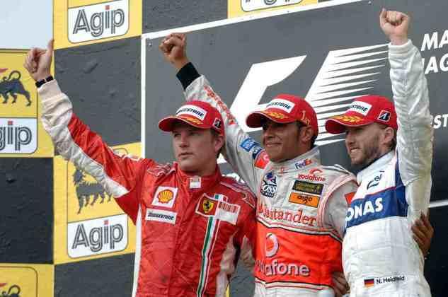 3 - A terceira vitória de Lewis Hamilton na Fórmula 1 foi no GP da Hungria de 2007. A prova foi marcada pelo incidente com Fernando Alonso na classificação, quando o espanhol o segurou nos boxes e acabou punido