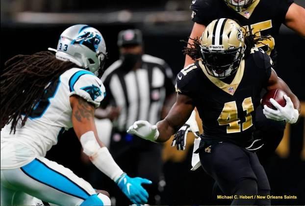 3. Alvin Kamara (New Orleans Saints): Ainda que Kamara não contribua tão intensamente no jogo terrestre, ele anotou a incrível marca de 16 TDs no ano, seis deles em uma única partida contra os Vikings na noite de natal de 2020, o que igualou o recorde da NFL. Em quatro anos na liga, o RB dos Saints foi Pro Bowler em todas elas, e ano passado conquistou sua segunda marca de All-Pro.