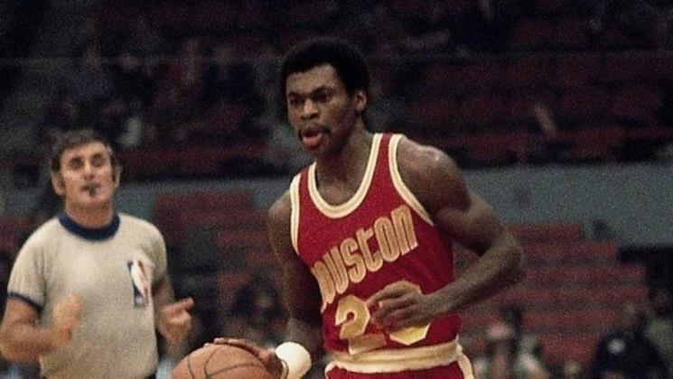 3 – CALVIN MURPHY (1,75m): Jogador do San Diego/Houston Rockets em todas as suas 13 temporadas na NBA , Murphy  é o jogador mais baixo a ser incluído no Hall da Fama. Obteve médias de 17.9 pontos, 4.4 assistências, 1.5 roubos de bola e acertando 48% dos arremessos de quadra