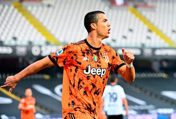 #3 Cristiano Ronaldo - Jogador de futebol - Idade: 36 anos - Ganho total: 120 milhões de dólares.