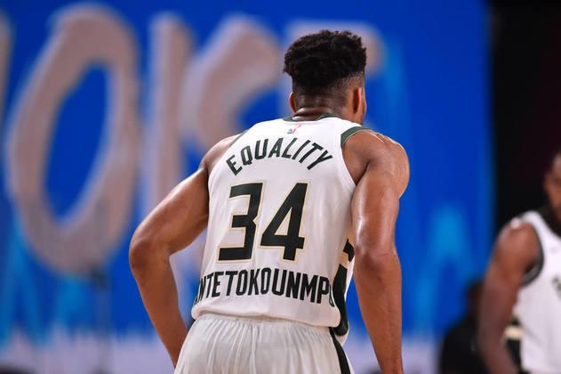 3- Giannis Antetokounmpo (Milwaukee Bucks): 33 pontos, 12 rebotes, quatro assistências. Pendurado com faltas, o grego passou boa parte do último quarto no banco de reservas, enquanto assistia o Miami Heat liderar em cima do Bucks. Antetokounmpo voltou à quadra, virou a partida e resolveu a situação