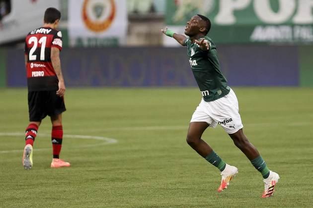 3º - Na terceira posição, o meio-campista Patrick de Paula (21 anos), do Palmeiras, somou 35 pontos. São 15 jogos, dois gols e uma assistência no primeiro turno do Brasileirão.