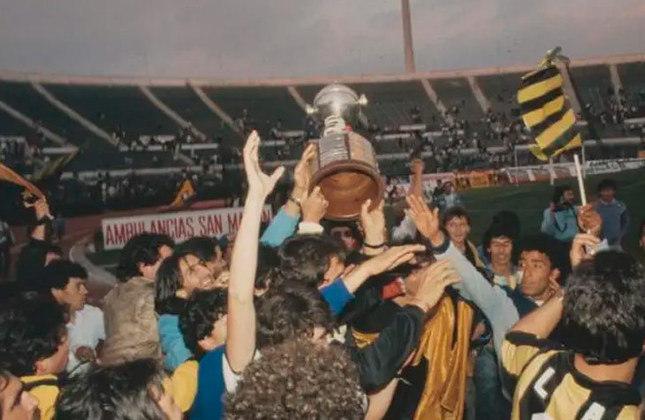 3 - Peñarol (URU)   O Peñarol ocupa a terceira colocação do ranking com 164 vitórias em 369 jogos e fecha a participação dos times uruguaios na lista. O clube foi campeão da Libertadores cinco vezes. A última, representada pela imagem, foi em 1987.