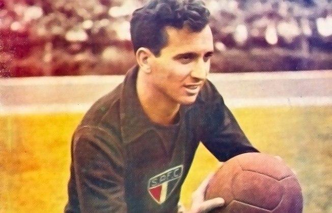 3° - Poy: 525 jogos - Argentino, o arqueiro defendeu o São Paulo entre 1948 e 1962. Após pendurar as chuteiras, o gringo foi técnico do Tricolor do Murumbi de 1964 a 1983. Comandou o time por 422 partidas.