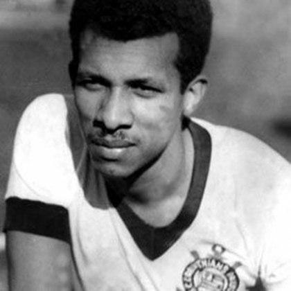 3º - Teleco - 256 gols: O curitibano chegou ao Corinthians em 1934 e ficou no clube por dez anos. Atacante é o único da lista com média superior a 1 gol com a camisa corintiana. Teleco marcou 256 vezes em 249 partidas com a camisa do Corinthians.