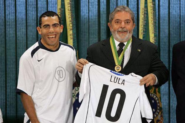 3º - Tévez (Boca Juniors - Corinthians) - 2004 - R$ 60,5 milhões.