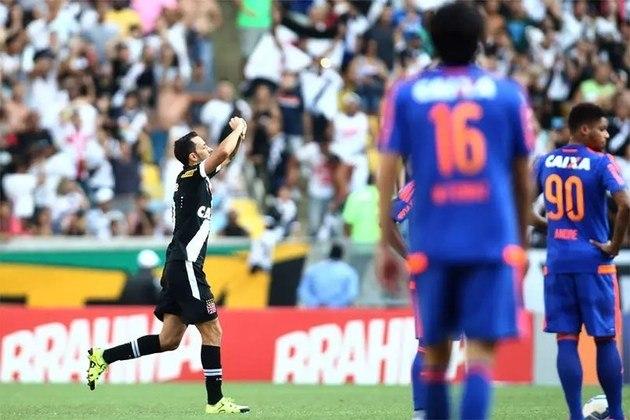 3º - Vasco 2x0 Sport - Brasileirão 2015 - Após cruzamento, a bola sobrou para o meia, que estufou a rede do adversário, no Maracanã. Com o triunfo, a equipe deixou a última colocação da competição na época