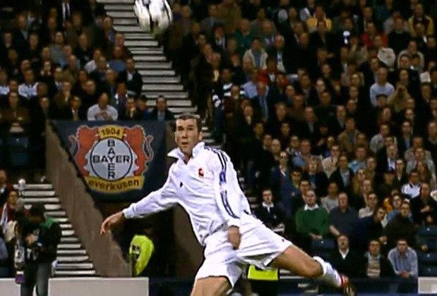 3 - Zinédine Zidane - País: França - Posição: França - Clubes: AS Cannes, Bordeaux, Juventus e Real Madrid
