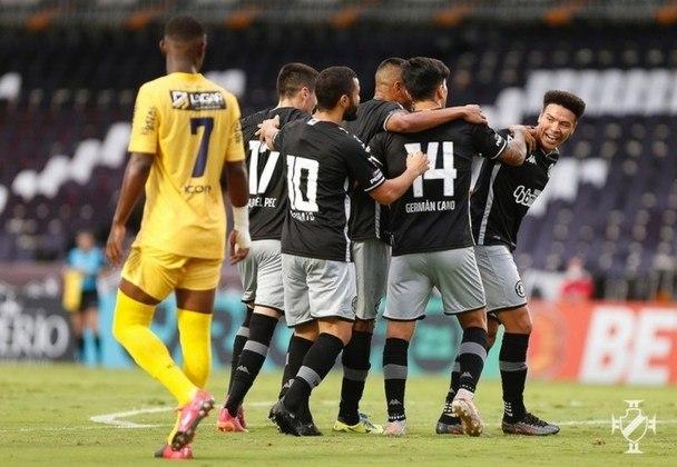 30º - Vasco 2x1 Madureira - Taça Rio 2021 - Na semifinal da competição estadual, o lateral-direito Léo Matos aproveitou o espaço no corredor, foi a linha de fundo, e cruzou. Cano aproveitou o rebote do goleiro e marcou.
