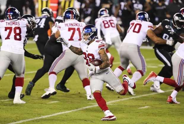 31 - New York Giants: A queda de Daniel Jones sem marcação e a metros do touchdown é o retrato do Giants em 2020.