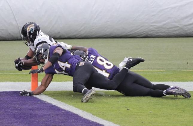 32º Jacksonville Jaguars (1-13): Parecia um time colegial na semana 15 frente os Ravens. Os Jags soman 13 derrotas seguidas. Ao menos, agora, estão próximos de Trevor Lawrence.