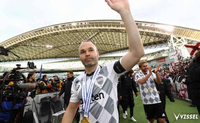 36 anos de idade – contrato com o Vissel Kobe até o final de janeiro de 2022
