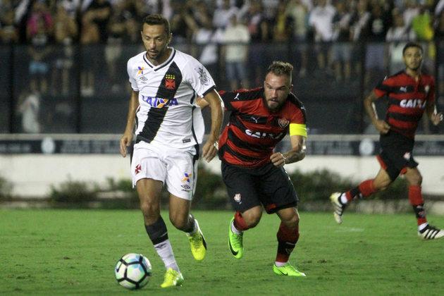 36º - Vasco 1x1 Vitória - Copa do Brasil 2017 - No jogo de ida, o time perdia até que aos 47 da etapa final, Nenê marcou de pênalti. Na volta, o rubro-negro baiano venceu por 1 a 0 e eliminou o Vasco da competição