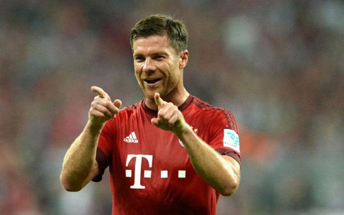 36 - Xabi Alonso - País: Espanha - Posição: Meia - Clubes: Real Sociedad, Eibar, Liverpool, Real Madrid e Bayern de Munique