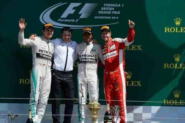 38 - Com muita festa da torcida britânica, Lewis Hamilton venceu o GP da Inglaterra de 2015